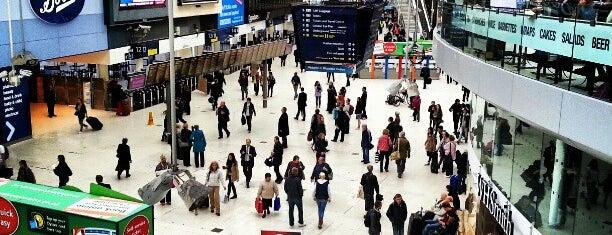 London Waterloo Railway Station (WAT) is one of 死ぬ前に訪れたい歴史ある場所.