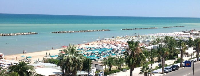 Spiaggia Grottammare is one of Neapol.