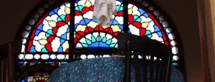 Masoudiyeh Café is one of جاهایی که دوس دارم.