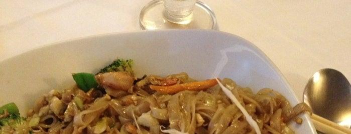 Erawan Thai Restaurant & Bar is one of To visit: Food.