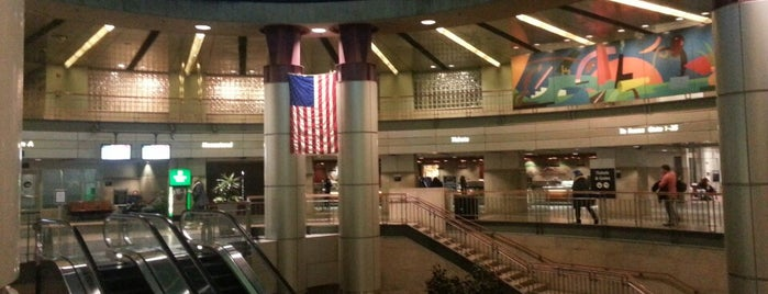South Station Bus Terminal is one of USA Boston.