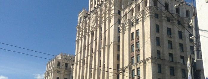 Высотное здание на площади Красных Ворот is one of 100 примечательных зданий Москвы.