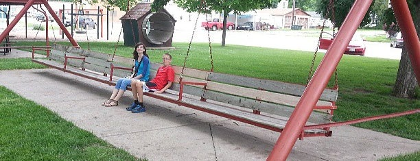 Worlds Largest Porch Swing is one of Must Remember To Stop.