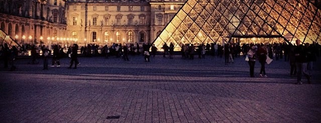 The Louvre is one of Paris 🇫🇷.