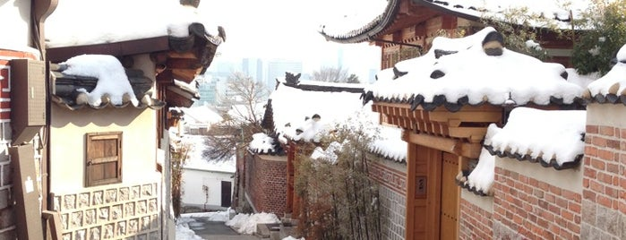Bukchon Hanok Village is one of HangOuts x Shops x Sport.