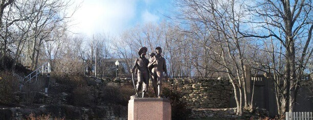 Tom And Huck Statue is one of Things to See.