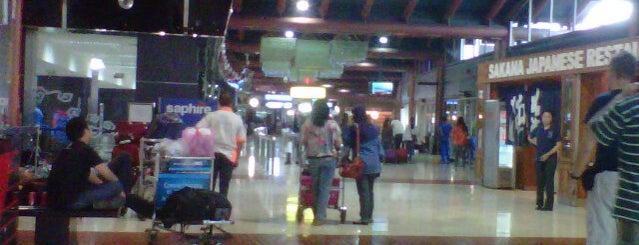 Ruang tunggu bandara Soekarno Hatta is one of All-time favorites in Indonesia.
