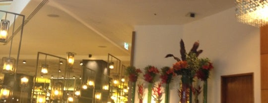 Four Seasons Hotel Sydney is one of Hotels Round The World.