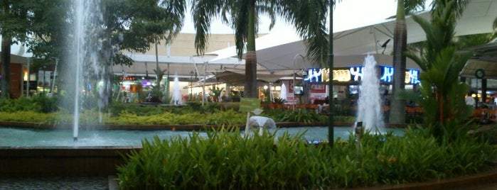 Centro Comercial Jardín Plaza is one of Lista jhoncito.