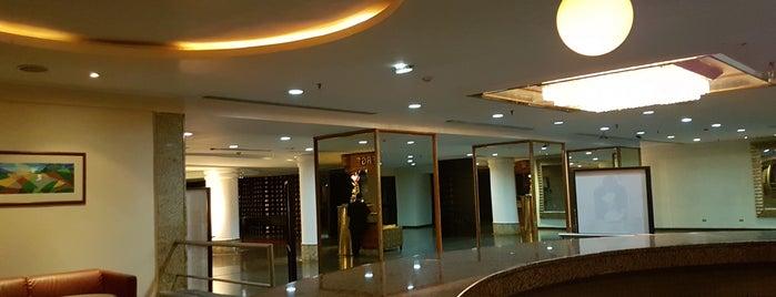 Lounge Hotel Alba Caracas is one of Por las noches.
