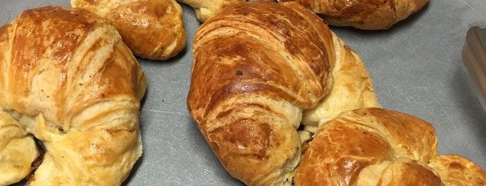Croissants Alfredo is one of Lugares en gdl que hay que ir.