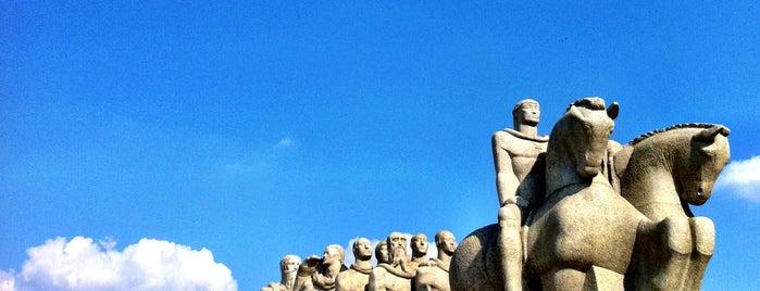 Monumento às Bandeiras is one of em Sampa.