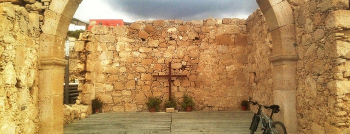 Iglesia Vieja de Fasnia is one of Islas Canarias: Tenerife.