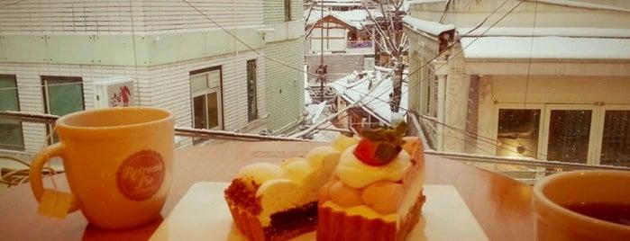 Retrona Pie is one of Coffee&desserts.