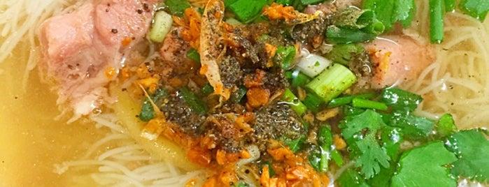 ก้าวทองหมี่ไก่ตุ๋น is one of ❀ ไปเที่ยวตรัง กินอะไรดีน้า?╭☆╯.