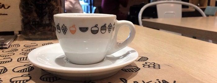 La Fruteria is one of Melhores Confeitarias, Padarias, Cafés do RJ.