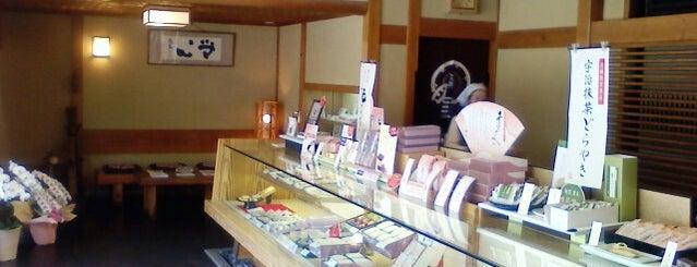 鼓月本店 is one of 和菓子/京都 - Japanese-style confectionery shop in Kyo.