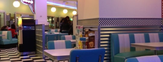 Blue Moon 50's Diner is one of Restaurantes Ourense.