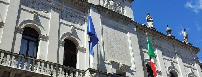 Palazzo Moroni is one of Luoghi da ricordare.