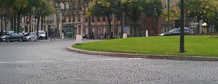 Place de Wagram is one of Déjà vu.