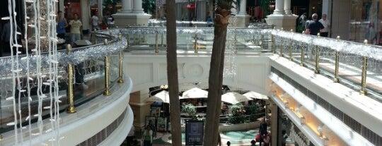 Canal Walk Shopping Centre is one of No te lo Pierdas: a menos de 1h de Ciudad del Cabo.