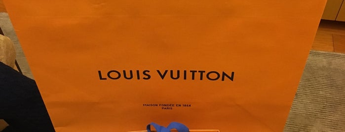 Louis Vuitton 松坂屋名古屋店 is one of staffのいるvenues.