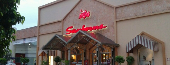 Sanborns is one of Restaurantes en los que he comido!!!.
