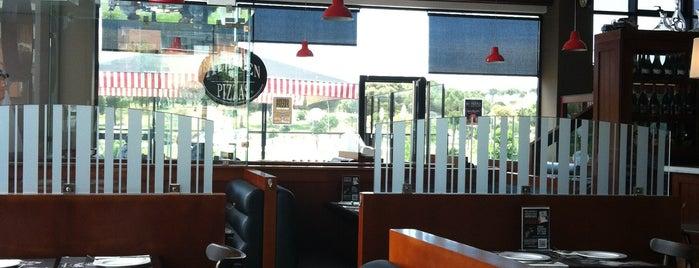Almacén de Pizzas Majadahonda is one of Mis restaurantes favoritos.