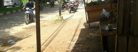 Waroeng. Gado2 & Karedog Ibu Mi'ah is one of Places in Pamulang. Tangerang..