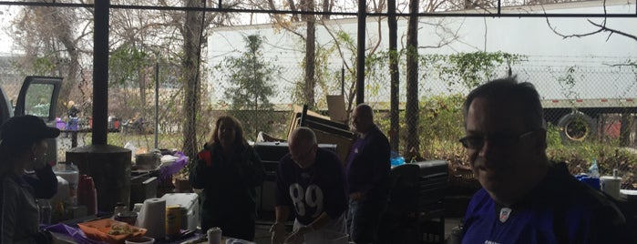 Ravens Tailgating is one of Faves.
