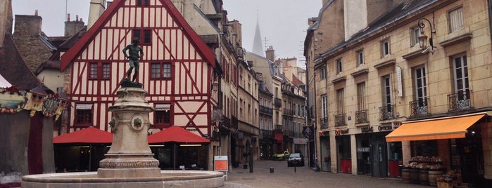 Place François Rude is one of Dijon : rues & places.