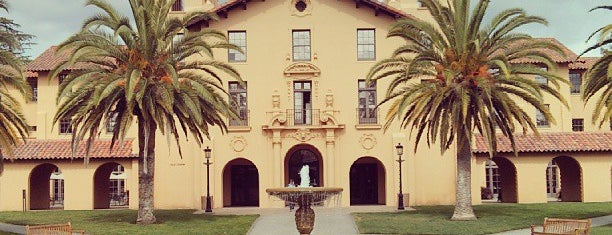 Stanford University is one of NCAA Division I FBS Football Schools.