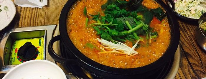 버들식당 is one of 한국인이 사랑하는 오래된 한식당 100선.