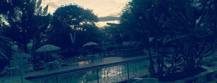 Graceland Hotel is one of Best hangout places.