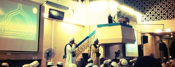 Masjid Az-Zubbair Ibnul Awwam is one of masjid.