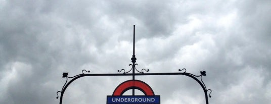 Westminster London Underground Station is one of Summer in London/été à Londres.