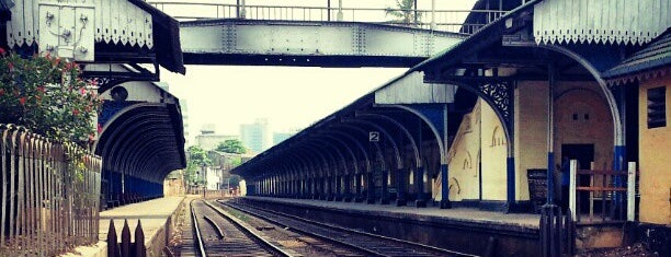 Slave Island Railway Station is one of Railway Stations In Sri Lanka.