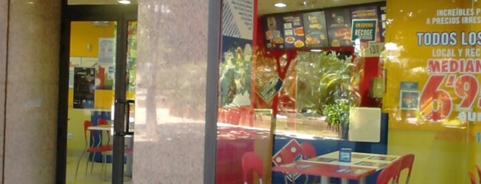 Domino's Pizza is one of Cenar en Vigo.