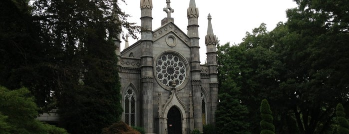 Mount Auburn Cemetery is one of Old Historic Cemeteries.