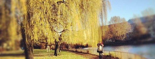 Görlitzer Ufer is one of Grün und Blau Berlin.