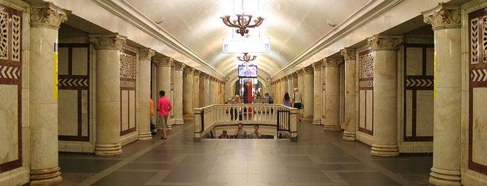 metro Paveletskaya, line 5 is one of Среда, суббота.