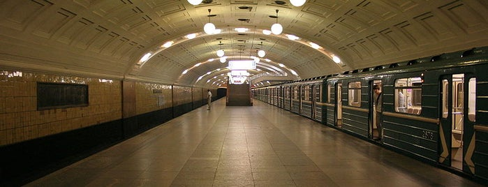 metro Biblioteka Imeni Lenina is one of Complete list of Moscow subway stations.