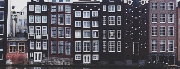 Damrak is one of Must Visit in Amsterdam.