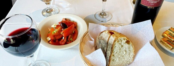 Emilia's Restaurant is one of T's Foodie Lists: Bronx - Little Italy.