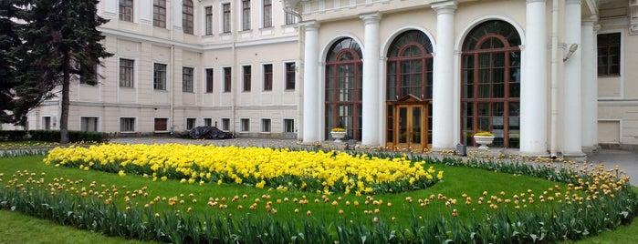 Аничков дворец is one of развлечения и отдых.