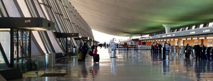 Washington Dulles International Airport is one of Free WiFi Airports.