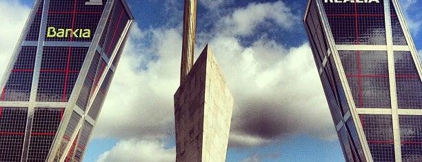 Puerta de Europa (Torres KIO) is one of Lugares.