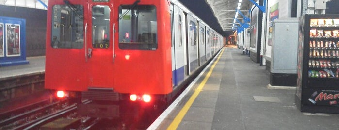Wimbledon London Underground Station is one of District Line.