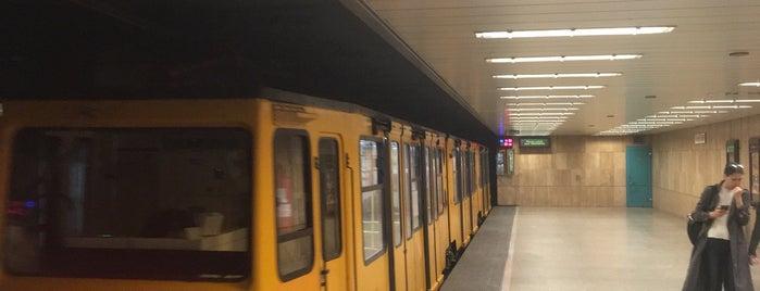 Széchenyi fürdő (M1) is one of Budapesti metrómegállók.