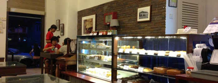 Dong Po Colonial Cafe | 東坡茶室 is one of Hole-in-the-Wall finds by ian thomtori.